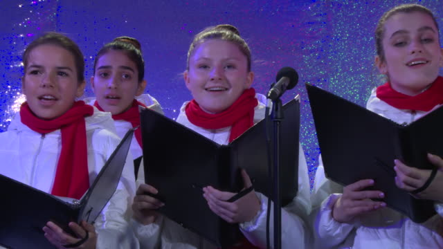 performance the national children's chorus at bloomingdale's unveils holiday windows with special performance by john legend at bloomingdale's 59th... - bloomingdales stock videos & royalty-free footage