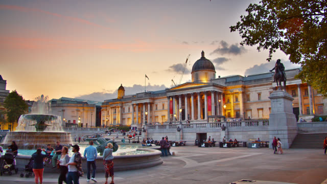 the national gallery illuminated in the dusk. foundtain. people take walks - arch stock videos & royalty-free footage