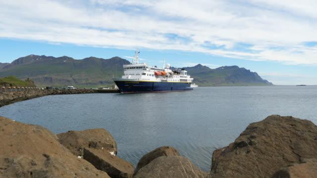 the ms national geographic explorer in djúpivogur harbour, east fjords - nordatlantik stock-videos und b-roll-filmmaterial