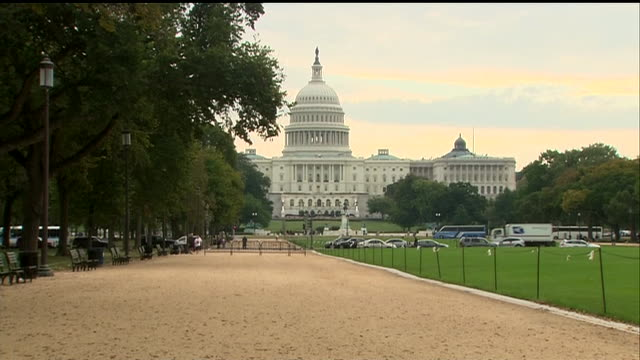 stockvideo's en b-roll-footage met the national mall in washington dc is empty during the 2013 government shutdown - united states and (politics or government)