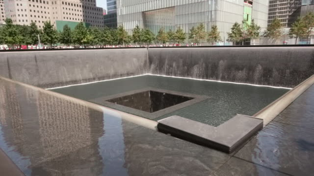 the national september 11 memorial in nyc. - spoonfilm stock-videos und b-roll-filmmaterial