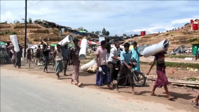 the nearly half a million rohingya refugees who have entered bangladesh since august will likely not be leaving soon the un said wednesday calling... - cox basar stock-videos und b-roll-filmmaterial