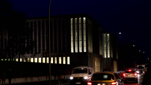 the new headquarter of the german federal intelligence service in the chausseestraße in berlin germany on february 04 2019 in berlin germany cars and... - privatfahrzeug stock-videos und b-roll-filmmaterial