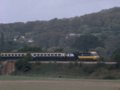 the new high speed intercity 125 train speeds through the countryside during a trial run - 試運転点の映像素材/bロール