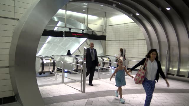 the new hudson yards subway 1.5 mile extension of the 7 line to 34 street and 11 avenue. hudson yards is the only train south of 59th street to... - high street stock-videos und b-roll-filmmaterial