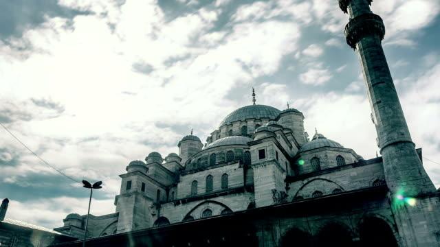 vídeos y material grabado en eventos de stock de la mezquita de yeni camii (nuevo), estambul, turquía - camisola