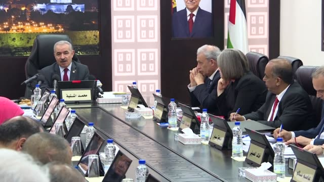 vídeos de stock, filmes e b-roll de the new palestinian government headed by prime minister mohammad shtayyeh holds its first meeting in the israeli occupied west bank town of ramallah - ramallah