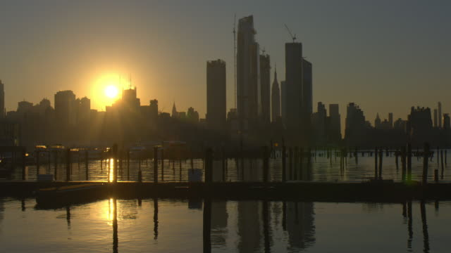 the new york city skyline at dawn.  the hudson yards are under construction. - bay of water stock videos & royalty-free footage