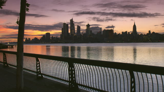 the new york city skyline at dawn.  the image was taken from the hoboken waterfront. - ウォーターフロント点の映像素材/bロール