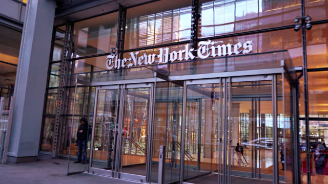 vidéos et rushes de the new york times entrance - magazine