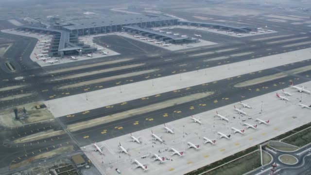 """the newly-built istanbul airport started serving international and domestic flights on saturday after the so-called """"mega move"""" from the ataturk... - home economics点の映像素材/bロール"""