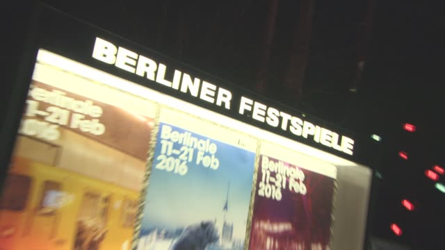 stockvideo's en b-roll-footage met atmosphere 'the night manager' red carpet 66th berlin international film festival at on february 18 2016 in berlin germany - internationaal filmfestival van berlijn 2016