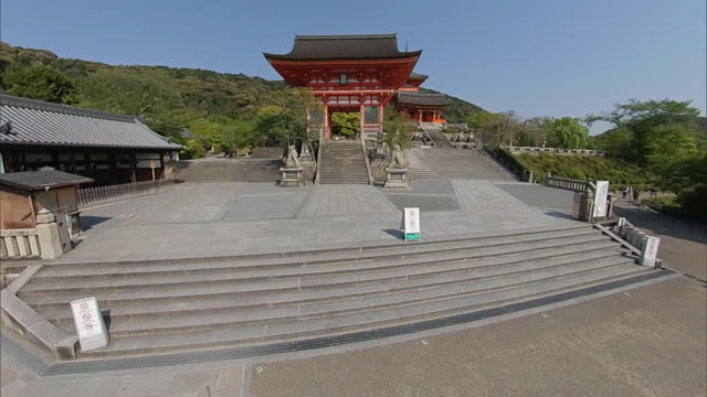 the niomon, the front gate of kiyomizu temple, which dates from the late 15th century rebuilding. pan left from main temple approach road to the... - kyoto prefecture stock videos & royalty-free footage
