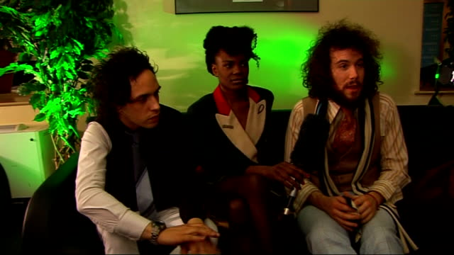 'the noisettes' interview noisettes interview sot on being labelled british best live band / hope we meet your expectation on their live shows... - chin stock videos and b-roll footage