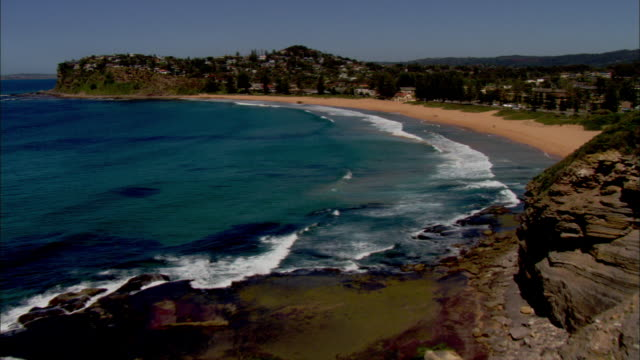 the northern beaches of sydney feature beautiful cerulean waters. - coastal feature stock-videos und b-roll-filmmaterial