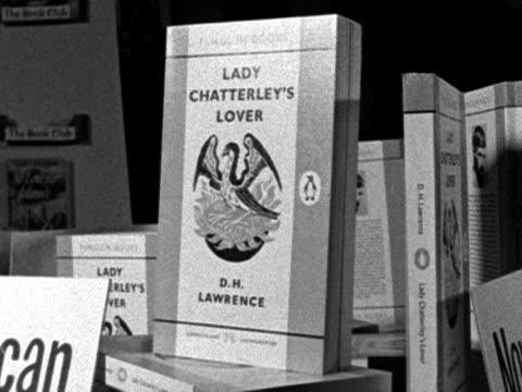 """the novel """"lady chatterley's lover"""" lines bookshelves for purchase. 1960. - d.h. lawrence bildbanksvideor och videomaterial från bakom kulisserna"""