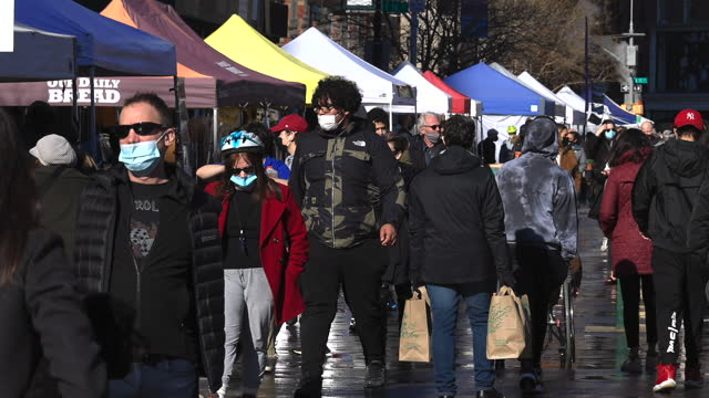 the number of visitors has increased by a little in union square green market during the pandemic of covid-19. - manhattan new york city stock videos & royalty-free footage