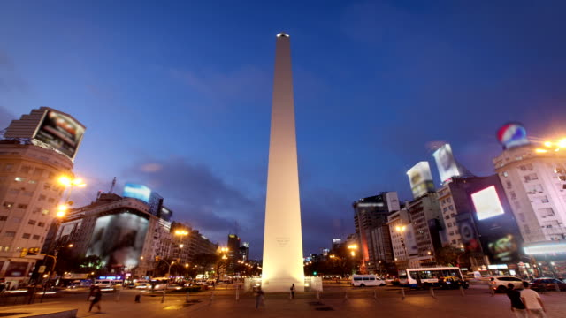 the obelisk, buenos aires, argentina - avenida 9 de julio video stock e b–roll