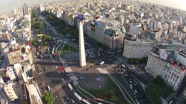 the obelisk, buenos aires, argentina - avenida 9 de julio stock-videos und b-roll-filmmaterial