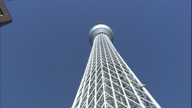 the observation platform on the tokyo skytree juts out near the top. - low angle view stock-videos und b-roll-filmmaterial