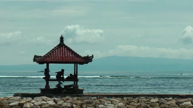 The ocean, a gazebo, infinity relax