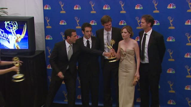 'the office' cast at the 2006 emmy awards press room at the shrine auditorium in los angeles, california on august 27, 2006. - ensemblemitglied stock-videos und b-roll-filmmaterial