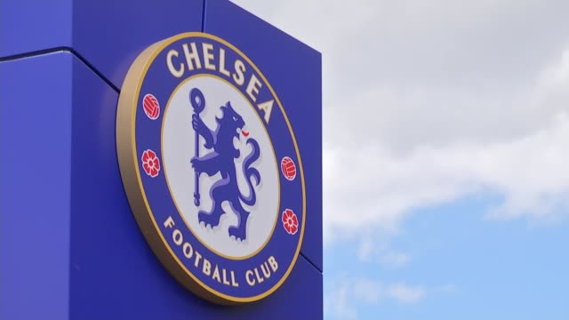 vídeos y material grabado en eventos de stock de 'the offside trust' launched to help support abused footballers r14071621 / 1472016 stamford bridge chelsea fc badge on sign chelsea football club... - insignia accesorio personal