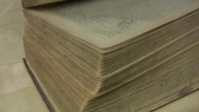 vídeos de stock, filmes e b-roll de o velho livro - old book