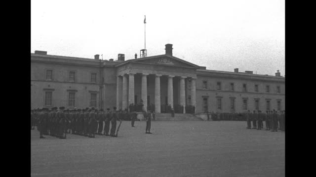 vidéos et rushes de ws the old college building at royal military college with cadets standing at attention in front / qs cu gen dwight d eisenhower / two women of the... - élève officier