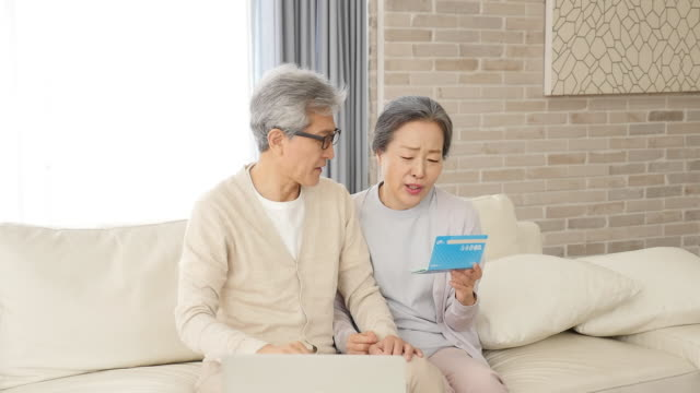 vidéos et rushes de the old couple worries about the money looking at the bankbook - seniornaute