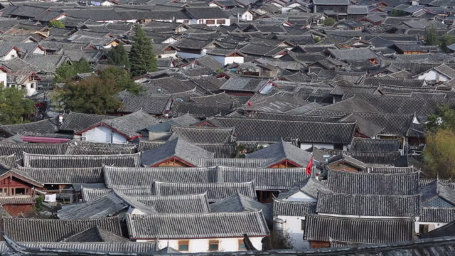 vídeos de stock, filmes e b-roll de the old town of lijiang inscribed on the unesco world heritage list is an ancient town located in the northwest of yunnan province characteristic of... - yunnan province