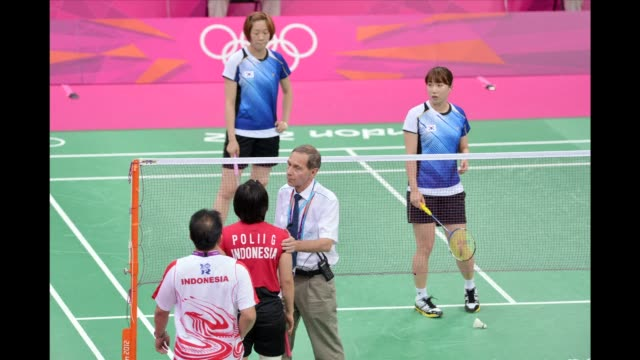vídeos de stock, filmes e b-roll de the olympic badminton tournament was thrown into chaos on wednesday when eight women players were charged with trying to throw matches to secure an... - badmínton esporte