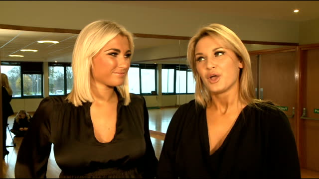 vídeos y material grabado en eventos de stock de the only way is essex stars interview on new exercise dvd sam faiers and billie faiers interview sot on watching mark wright in the jungle and him... - amistad masculina