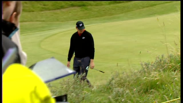 royal birkdale course rough and fairway / sign giving directions / ernie els practicing and signing autographs / els driving / lee westwood driving /... - the open championship stock-videos und b-roll-filmmaterial