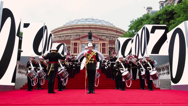 """the opening performance at the world premiere of """"no time to die"""" is performed by the royal marines band at the royal albert hall on september 28,... - première stock-videos und b-roll-filmmaterial"""