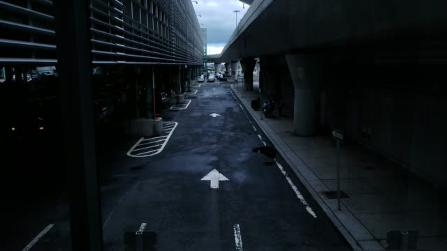 the outdoor elevator in jfk international airport - multi storey stock videos & royalty-free footage