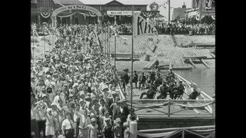 stockvideo's en b-roll-footage met 1928 the owner of steamboat king (tom mcguire ) speaks to the welcoming crowd on the dock - 1928