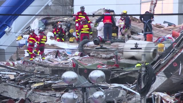 vídeos y material grabado en eventos de stock de the painstaking mission of retrieving bodies from the rubble of a collapsed building in mexico city continues on thursday despite mexican authorities... - 2017