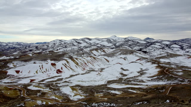 vídeos y material grabado en eventos de stock de the painted hills covered with snow during the day in winter and road from carroll rim 1 - monumento nacional