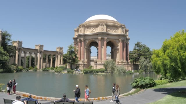 vídeos de stock e filmes b-roll de the palace of fine arts on a summer day, san francisco, california, united states of america, north america - san francisco california