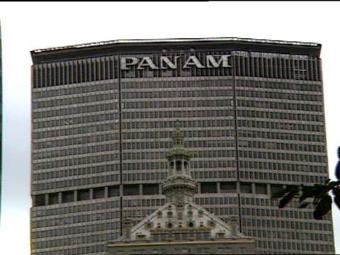 the pan am building heads park avenue - metlife hochhaus stock-videos und b-roll-filmmaterial
