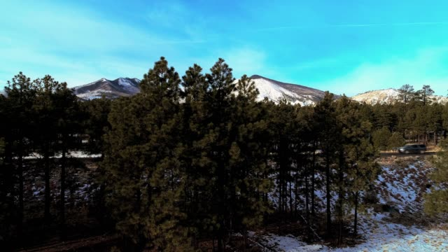 the panoramic view of the valley between mountains nearby flagstaff, arizona - flagstaff arizona video stock e b–roll