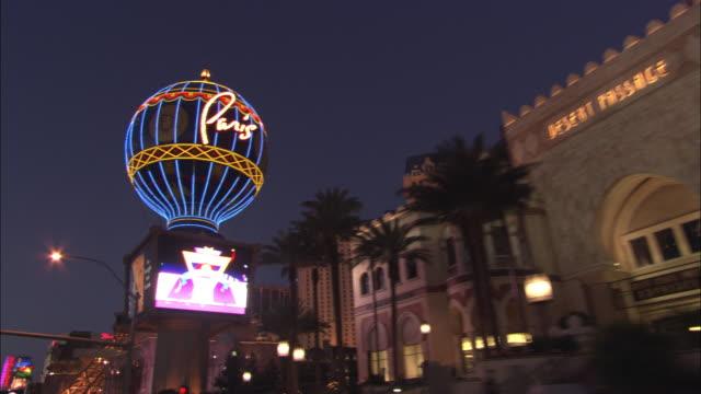 vídeos y material grabado en eventos de stock de the paris las vegas is seen on the strip at night. - paris las vegas