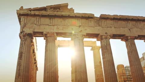 stockvideo's en b-roll-footage met the parthenon in athens - griekenland