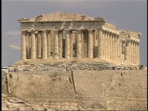 the parthenon stands majestically in athens greece - 2004 bildbanksvideor och videomaterial från bakom kulisserna