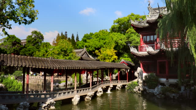 stockvideo's en b-roll-footage met the pavilion of listening to billows in yu garden - formele tuin