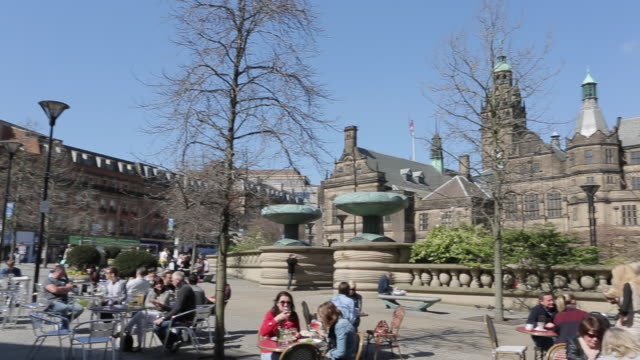 The Peace Gardens & Town Hall in City Centre, Sheffield, South Yorkshire, England, UK, Europe