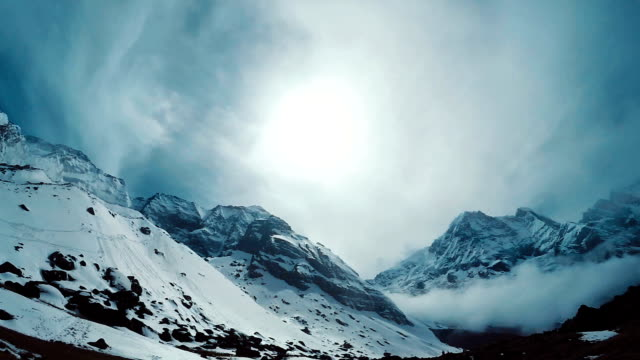 stockvideo's en b-roll-footage met de toppen van de himalaya - mount everest