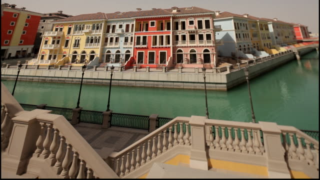 the pearl, qatar. view of the neo-classical residential housing and canal system on pearl island in qatar. the pearl is an artificial island off the... - neo classical stock videos & royalty-free footage