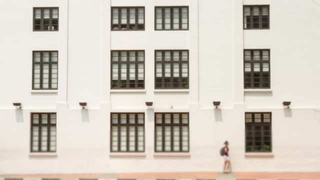 vidéos et rushes de time lapse 4 k (4 096 x 2 160): le peuple et le vieux papier peint style remorquage (apple prores. 422 (hq)). - panneau d'affichage